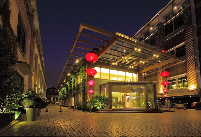 L'otel, Shanghai, Hotel Front – Evening/Night