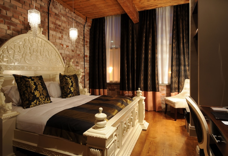 Velvet Hotel, Manchester, Double Room (dance music can be heard), Guest Room