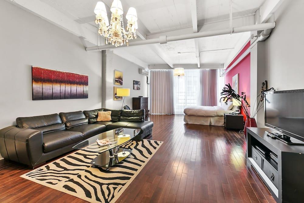 Executive Loft, City View - Living Area