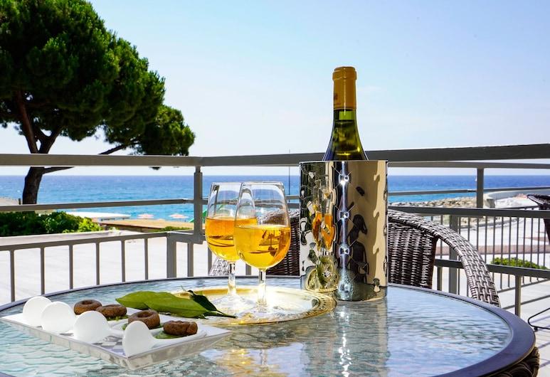 Hotel Sole Mare, Ventimiglia, Double Room, Balcony, Partial Sea View, Guest Room
