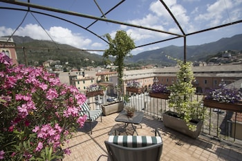 Enter your dates to get the Levanto hotel deal