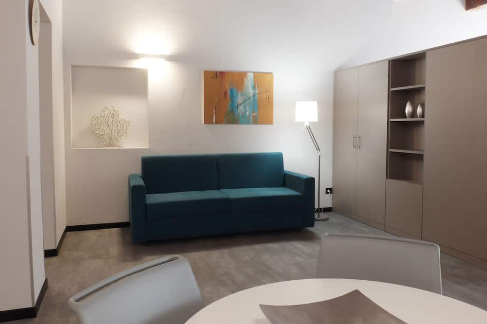 Family Studio Suite (no elevator) - Living Area