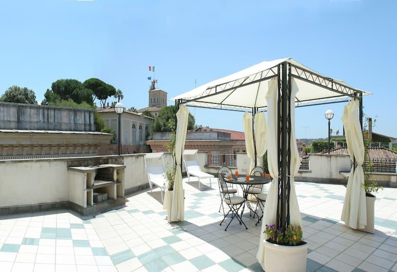 Hotel Fellini, Rome, Studio dans le grenier avec terrasse, Terrasse/Patio