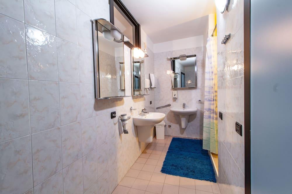 Economy Triple Room, Shared Bathroom, Annex Building - Bathroom
