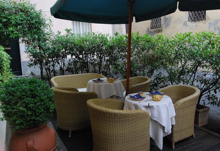 Albergo San Martino, Lucca, Speisen im Freien