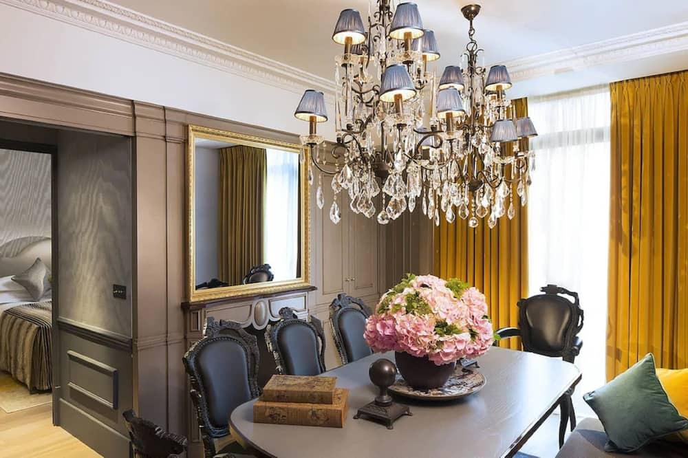 ดูเพล็กซ์ (La Petite Maison Favart) - บริการอาหารในห้องพัก
