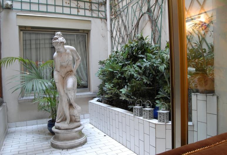 Hotel des Deux Continents, Paris, Gårdsplass