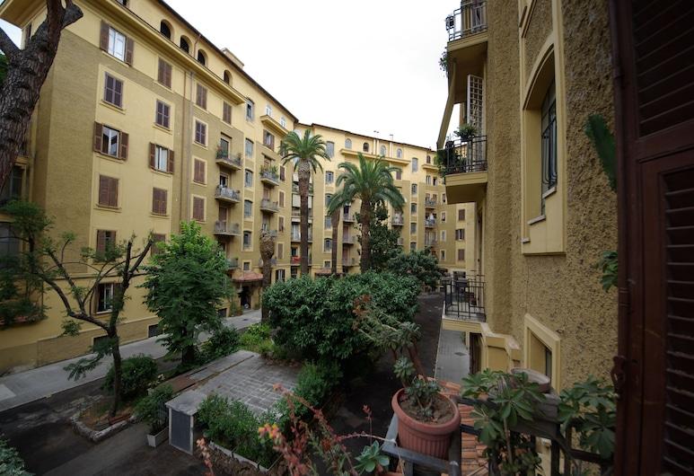 Fiocca, Rome, Courtyard