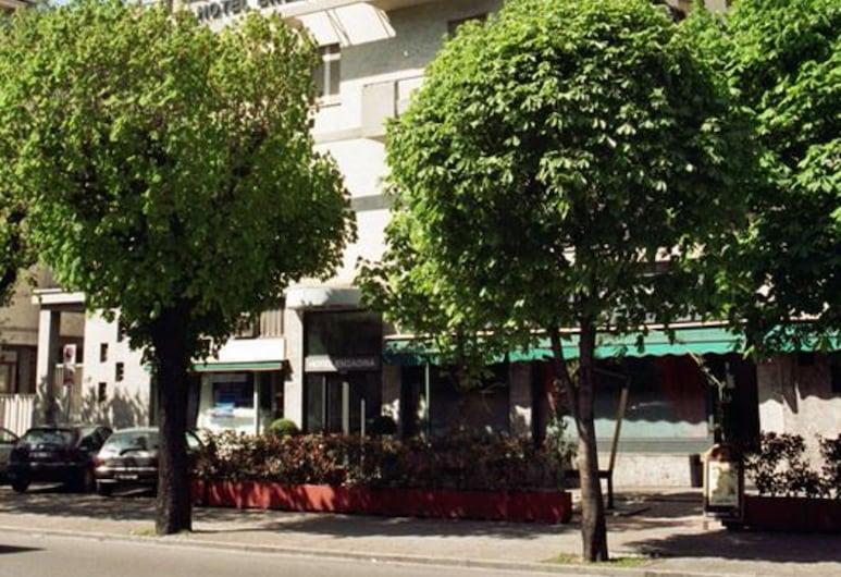 Hotel Engadina, Como, Průčelí hotelu