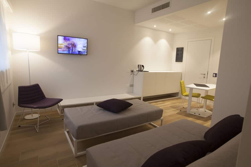 Design Suite, 1 Double Bed with Sofa bed, Accessible - Living Area