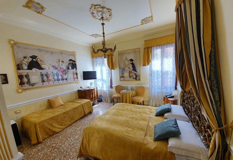 Casa Alla Fenice, Venice, Basic Quadruple Room, 1 Bedroom, Ensuite, Tower, Guest Room
