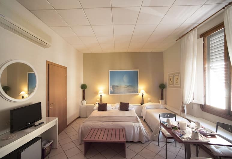 Residenza Manzoni, Florence, Triple Room, Guest Room