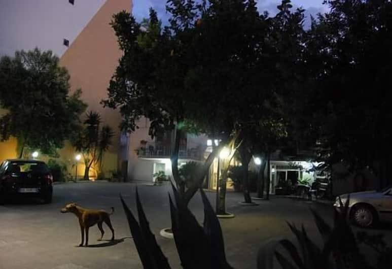 Calypso, Pompei, A szálláshely külső területe