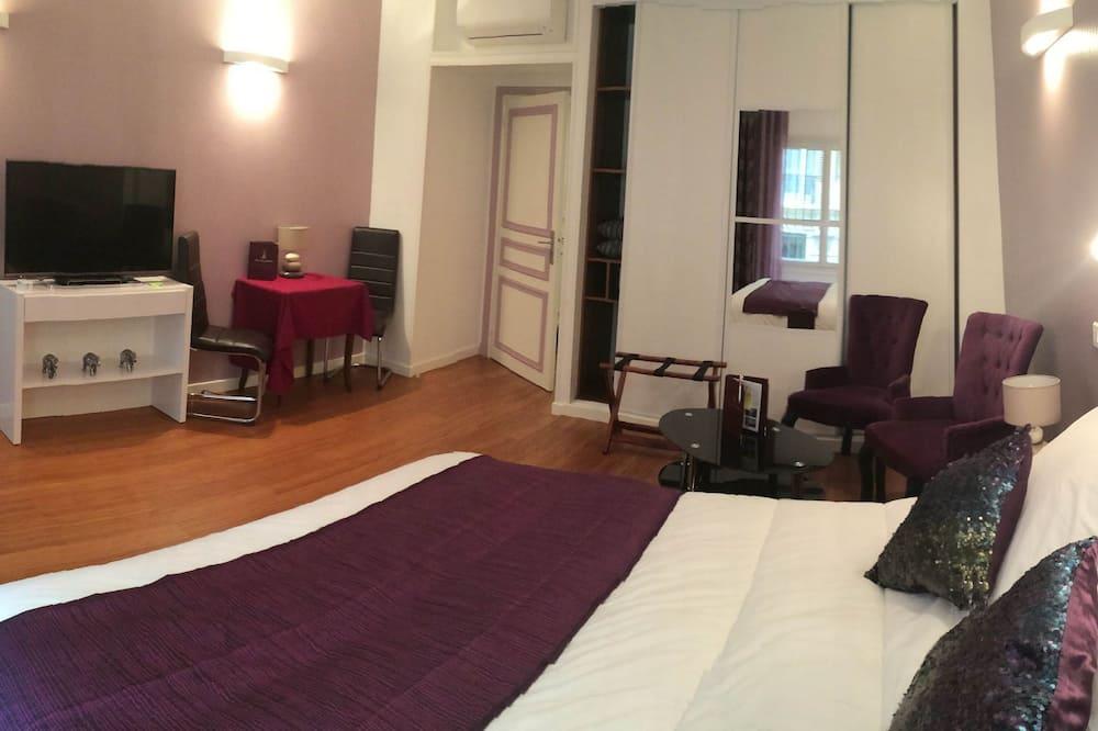 Superior Studio - Guest Room