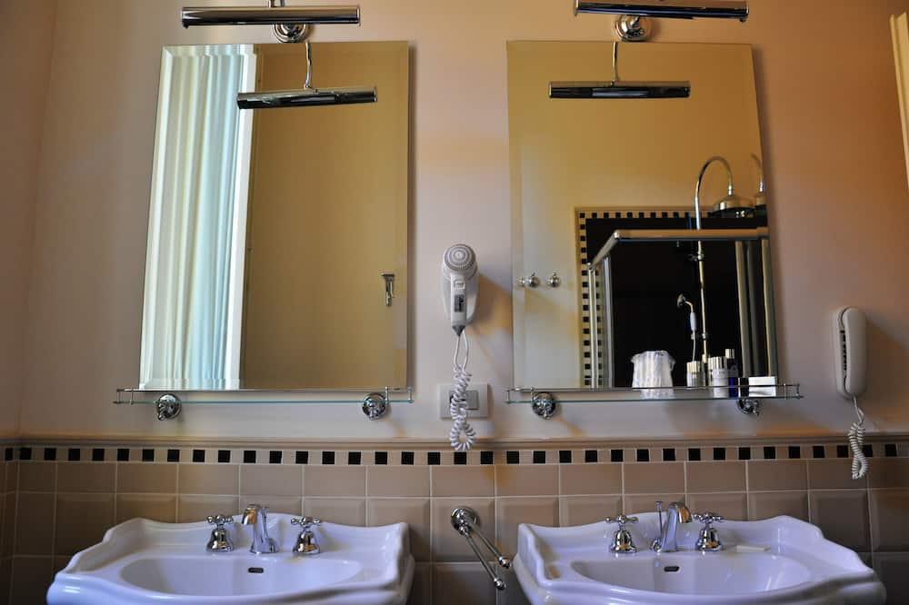 Chambre Double Classique pour 1 personne - Lavabo de la salle de bain