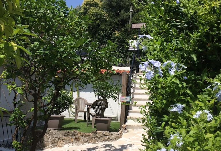 Hotel & Studios ASTOR, Antibes, Trädgård