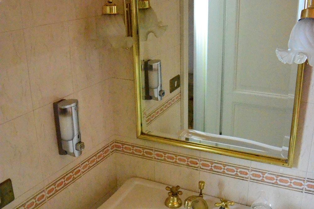 Doppelzimmer, eigenes Bad (External) - Badezimmer