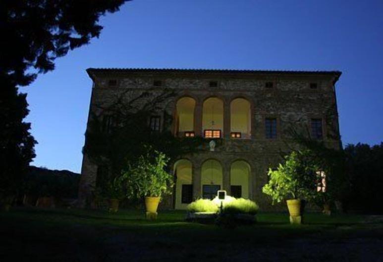 Villa Buoninsegna, Rapolano Terme, Hotellin julkisivu illalla/yöllä