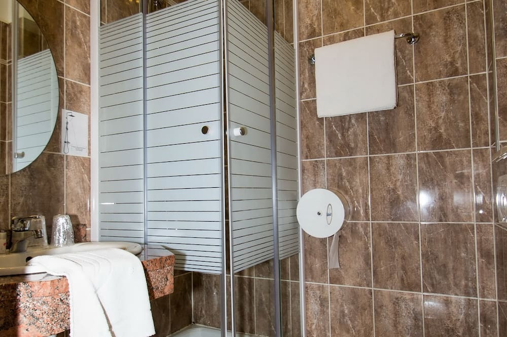 Superior Double Room, Terrace - Bathroom