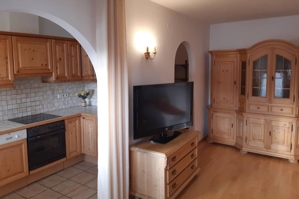 Deluxe Apartment, Mountain View - Living Area