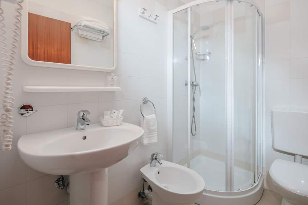Trojlôžková izba, balkón - Kúpeľňa
