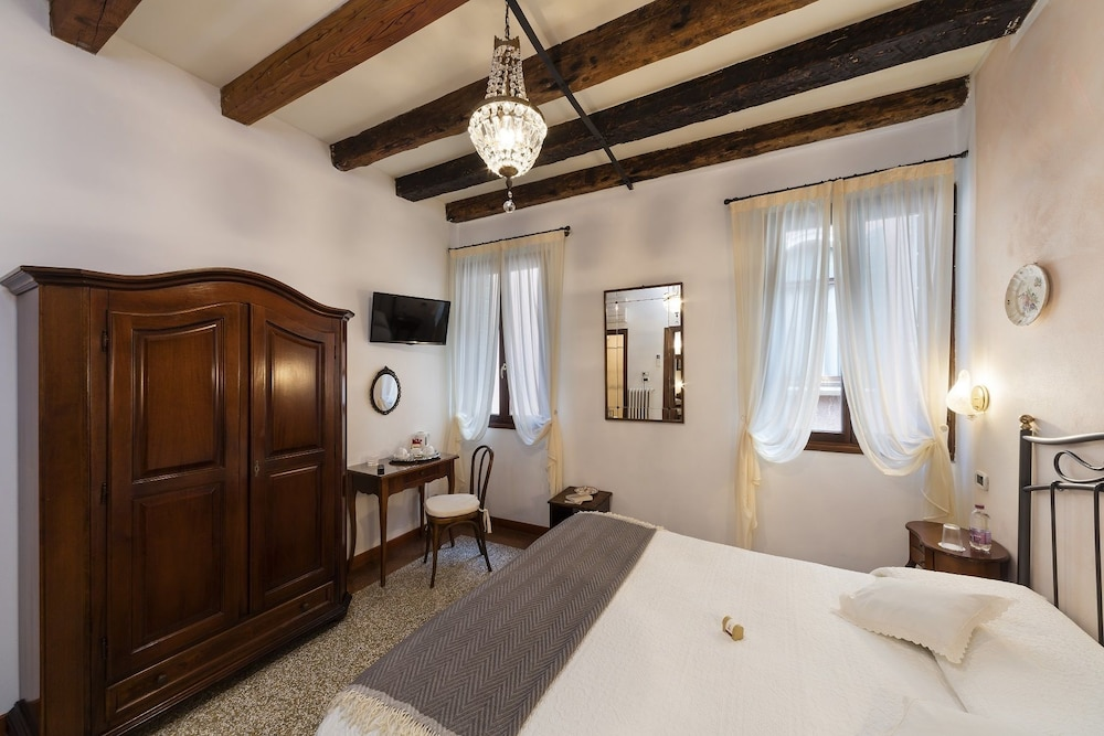 Locanda art deco venice info photos reviews book at hotels com