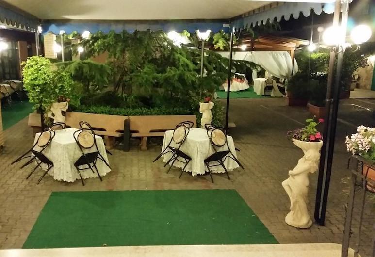Hotel Leon, San Giovanni Rotondo, Restaurang utomhus