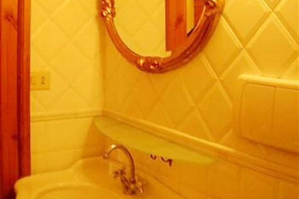 Phòng đôi Economy, Phòng tắm riêng - Chậu rửa trong phòng tắm