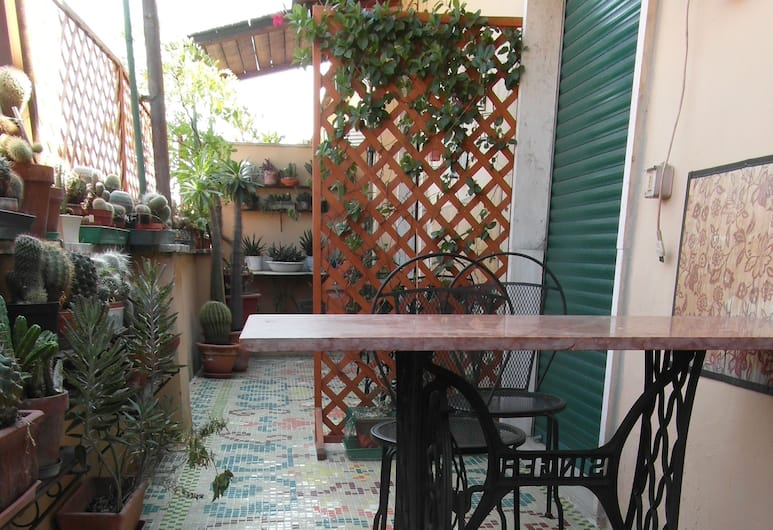 Abitazione Pigneto bed & breakfast, Rome, Basic Double Room, 1 Bedroom (with External Bathroom), Terrace/Patio