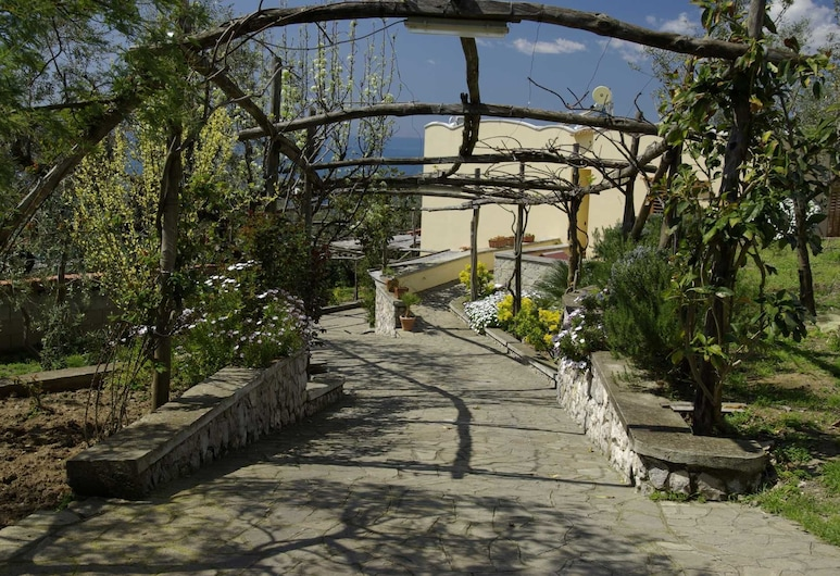 Villa Romantica, Massa Lubrense, גינה