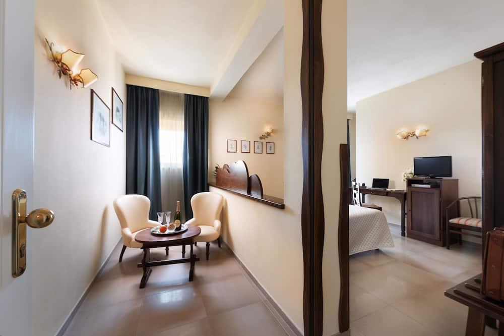 غرفة عادية ثلاثية - غرفة نوم واحدة - غرفة معيشة