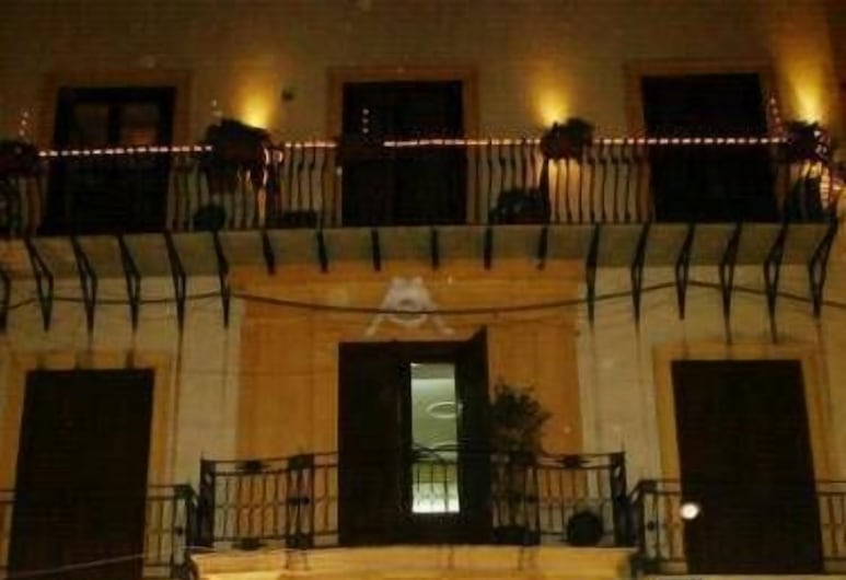 Verdi, Palermo, Facciata hotel (sera/notte)
