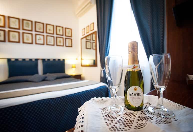 A Casa di Serena a San Pietro, Rom, Economy-dobbeltværelse - 1 dobbeltseng - privat badeværelse, Spisning på værelset