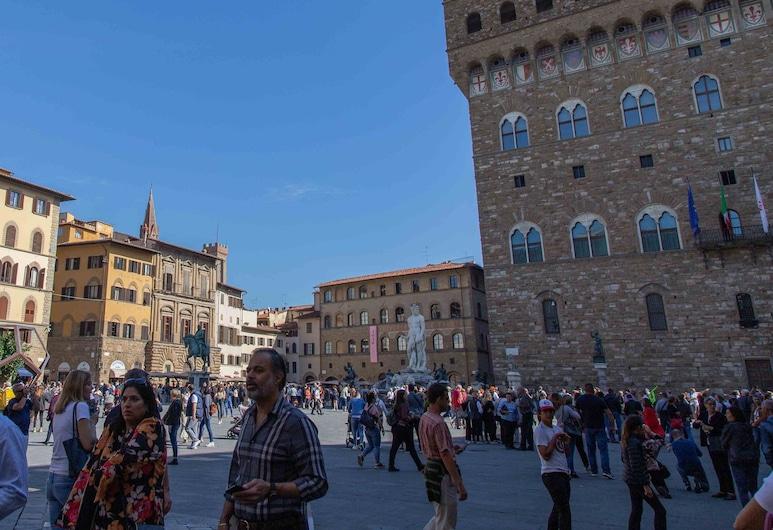 Signoria, Florencija, Apgyvendinimo įstaigos fasadas