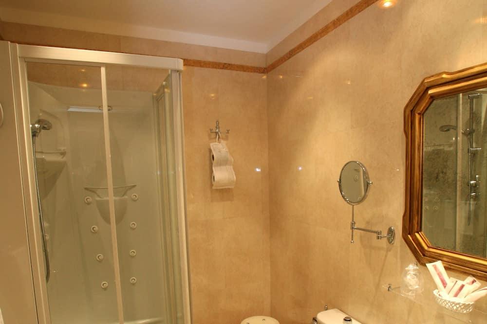 Superior Double or Twin Room, Non Smoking - Bathroom