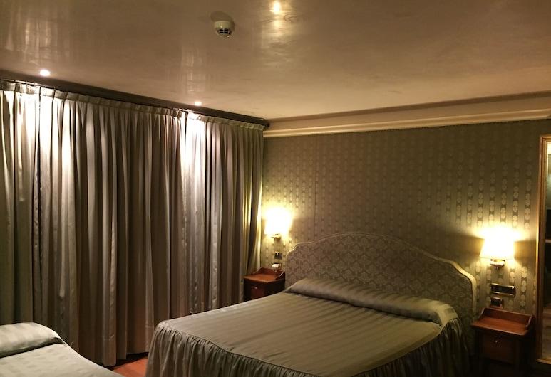 Ca' La Bricola, Venice, Superior Double Room, Jetted Tub, Guest Room