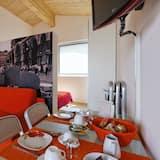 Comfort Studio Suite, 1 Queen Bed with Sofa bed, Ensuite, Tower - Living Area