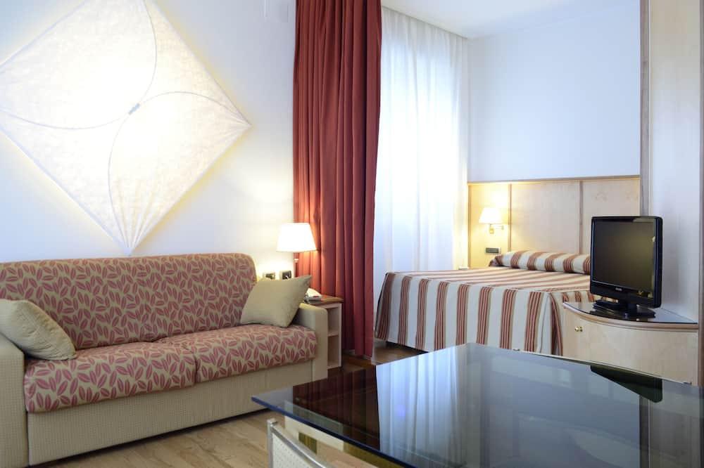 Suite, Kitchenette (Triple) - Living Area