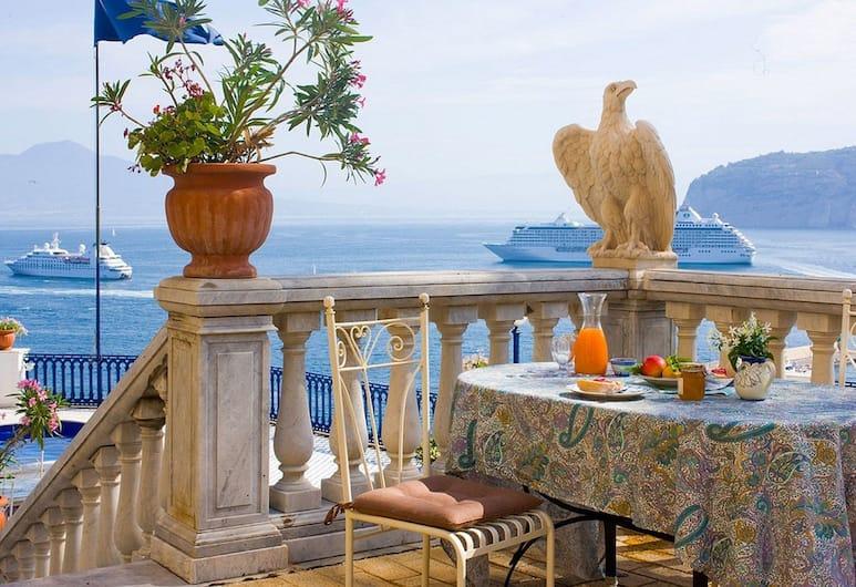 Villa La Terrazza, Sorrento, Appartamento per 3 persone, una camera da letto Vista Mare, Terrazza/Patio