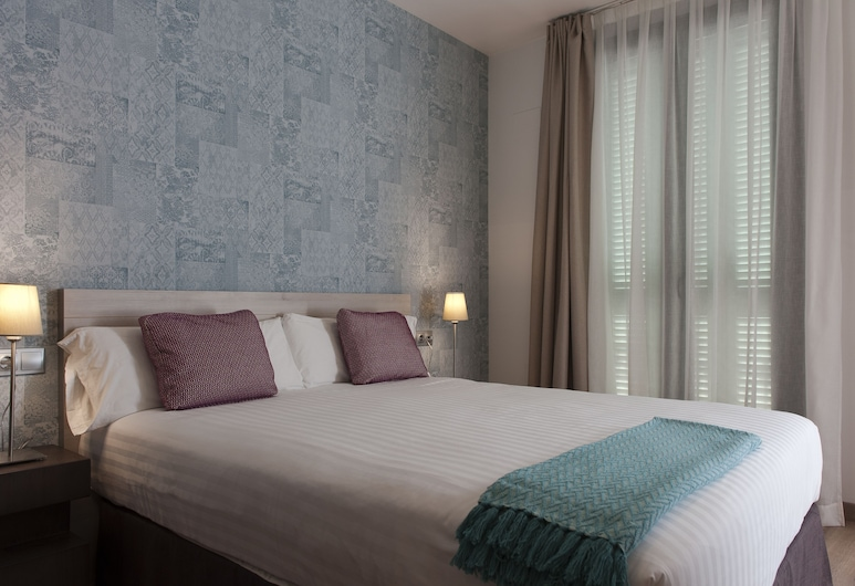 MH Apartments S. Familia, Barcelona, Superior Apartment, 2 Bedrooms, Room