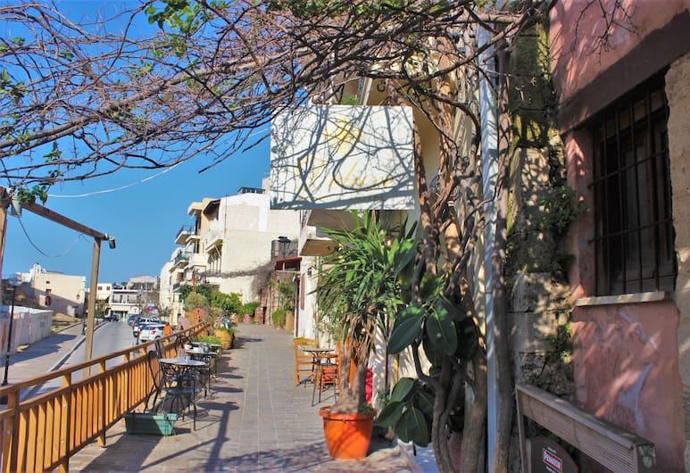 Bozzali, Chania, Courtyard