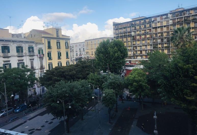 Conte Cavour, Naples, Bagian luar