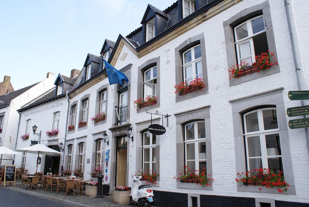 Book Fletcher Hotel-Restaurant La Ville Blanche in Thorn | Hotels.com
