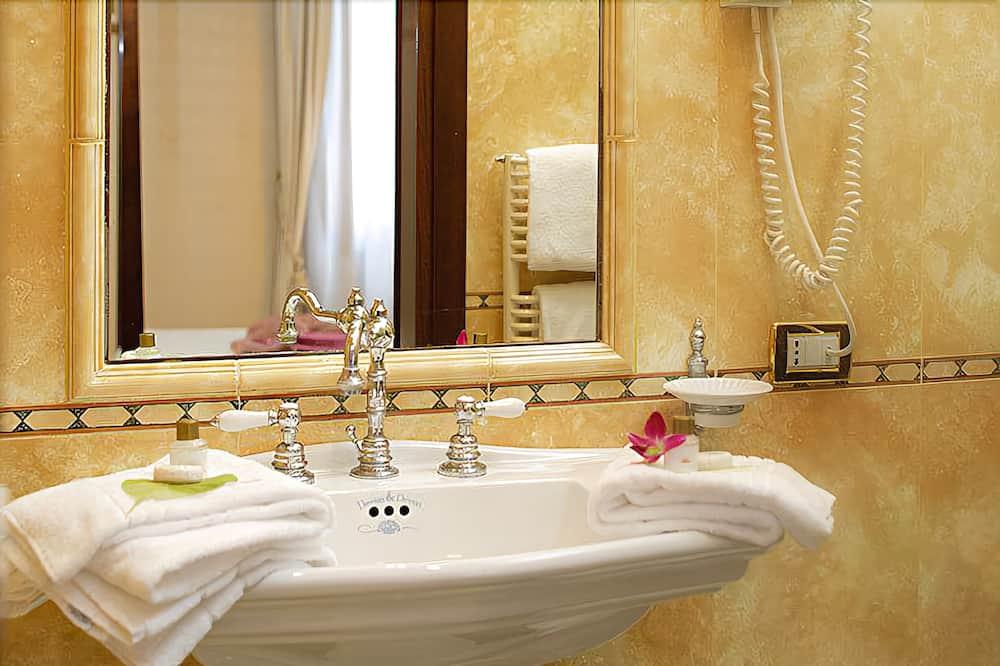 Pokoj Deluxe s dvojlůžkem (Four Poster Bed) - Koupelna