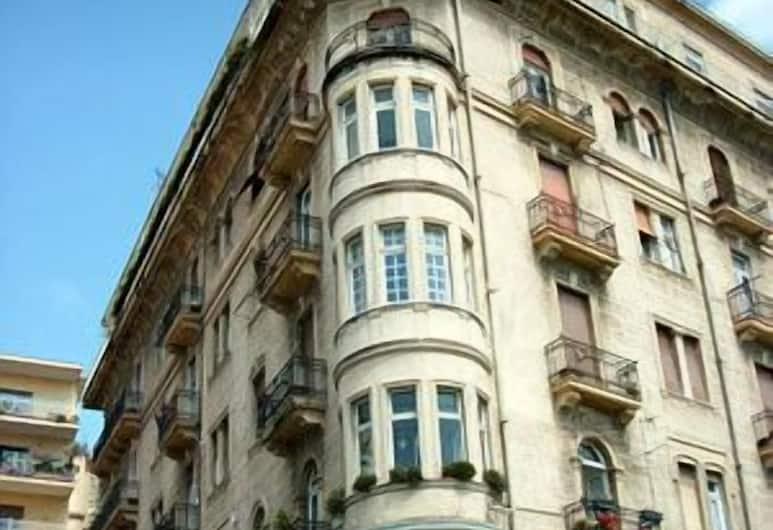 伯納帕斯莫吉林納酒店, 那不勒斯