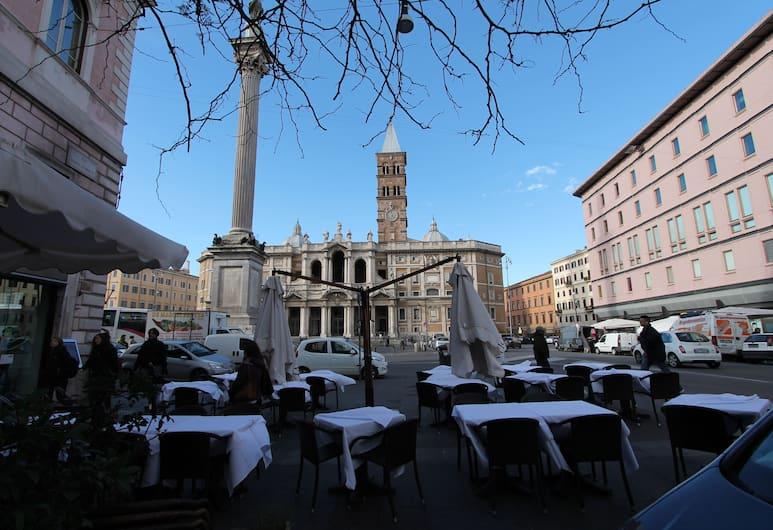 Buonarroti Home, Rome, Dinerruimte buiten