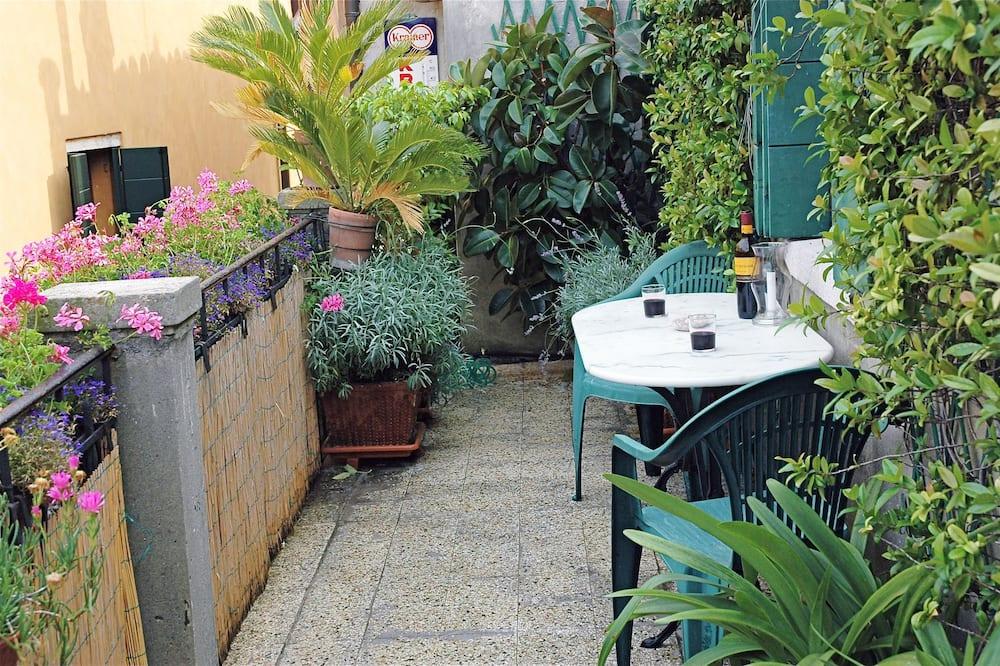 Izba s dvojlôžkom alebo oddelenými lôžkami, spoločná kúpeľňa - Balkón