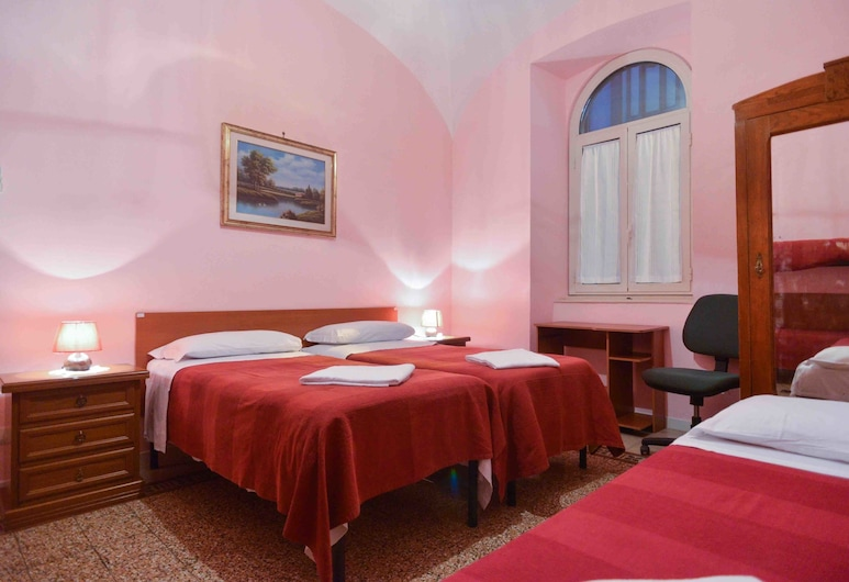 B&T Rooms Trani, Rome, Double Room, Shared Bathroom, Guest Room