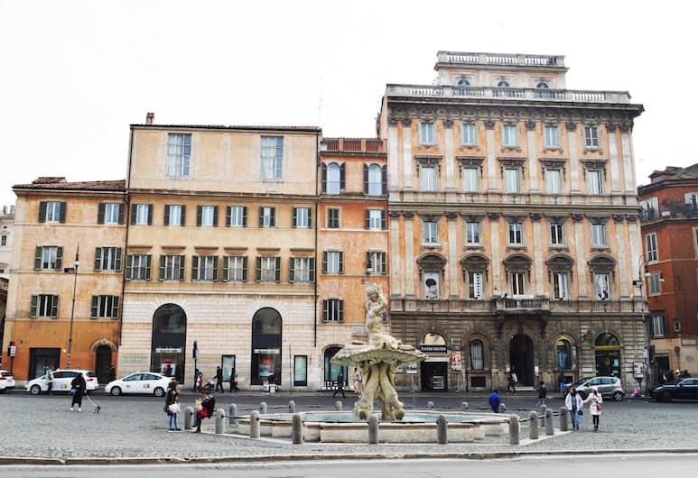 Residenza Domiziano, Rim, Fontana