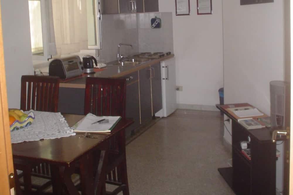 Lejlighed - privat badeværelse (with two double room) - Spisning på værelset